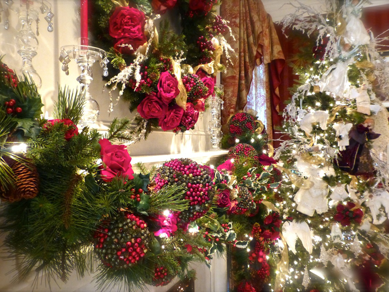 Christmas room decorations with roses