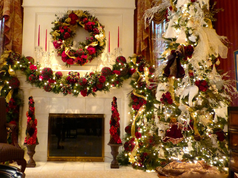 Christmas decorations on a mantel