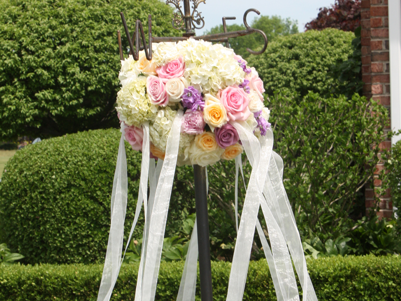 Flower details of a classic garden wedding