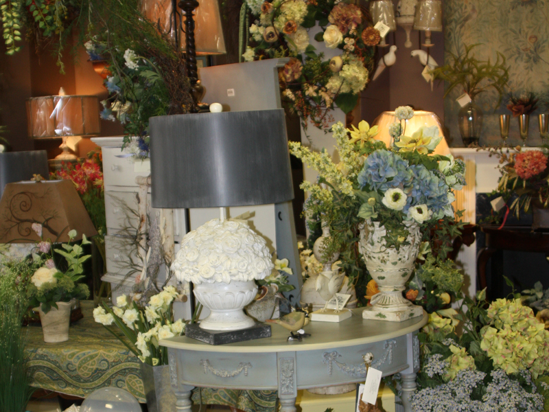 Home decor silk flowers table and lamps