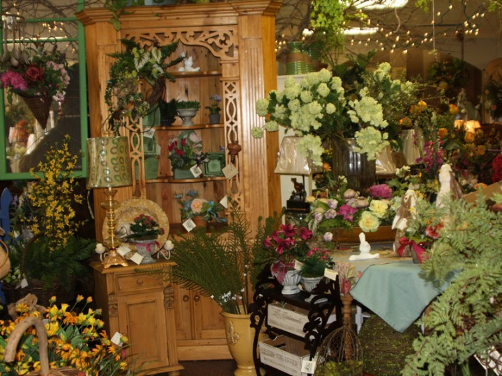 Home decor plants, flowers and furniture