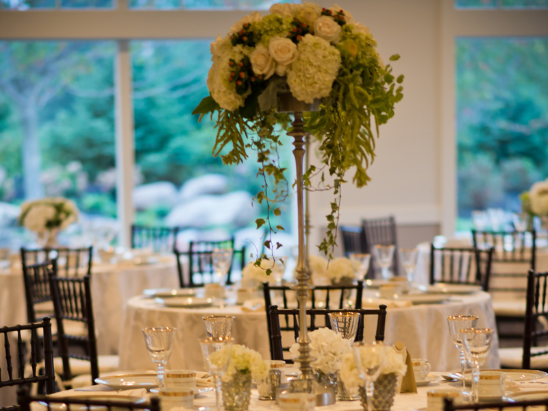 Elegant Garden wedding table flower arrangement