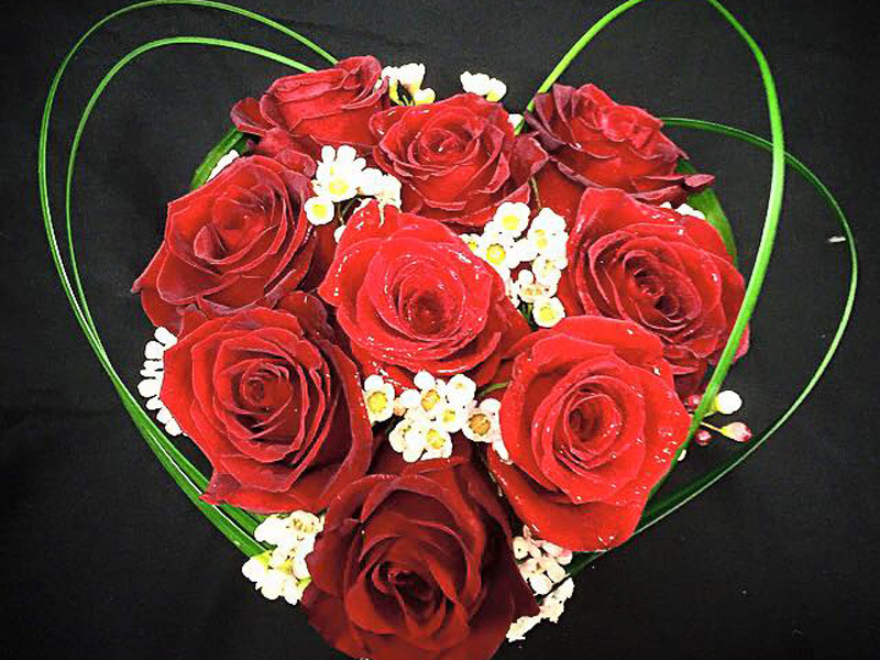 Heartshaped red rose bouquet